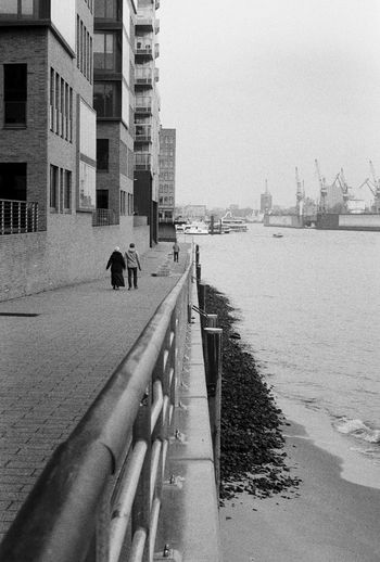 Zwei Zeiten, Contessa, Ilford HP5 400 35mm Adult Analog Analogue Photography Architecture Believeinfilm Black & White Black And White Building Exterior Built Structure City Contessa Day Elbe Filmisnotdead Hamburg Harbour Harbor Harbour Outdoors People Railing Rear View River Sky Water