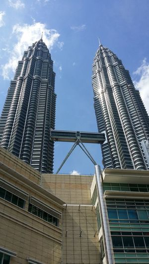 KUALA LUMPUR, 9 January 2018, A tallest tower named as KLCC and popular at Malaysia for tourism industry NewEyeEmPhotographer Neweyeemhere NewEyeEmPhotograph Travel Destinations Outdoors Day City Building Exterior No People Golf Club Girder