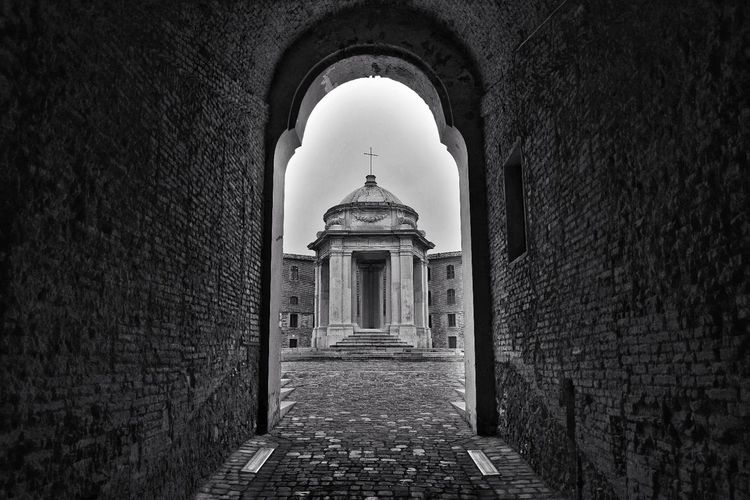 Architecture Arch Built Structure History Dome Travel Destinations Archway City No People Indoors  Triumphal Arch Sky Day Nikon D3300 Scenics Cloud - Sky Winter Natural Arch Nikond3300 Nightphotography Blackandwhite Black & White Architecture Architectural Detail Building Story