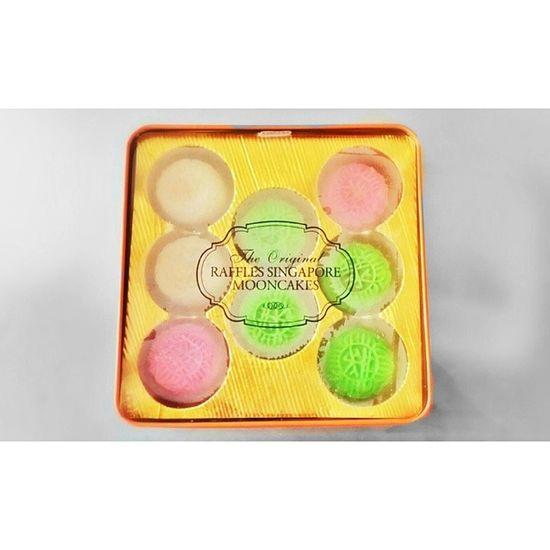 The Original Raffles Singapore Mooncake ♥♡ Need to control myself! Mooncake Mid Athumn Festival raffles singapore