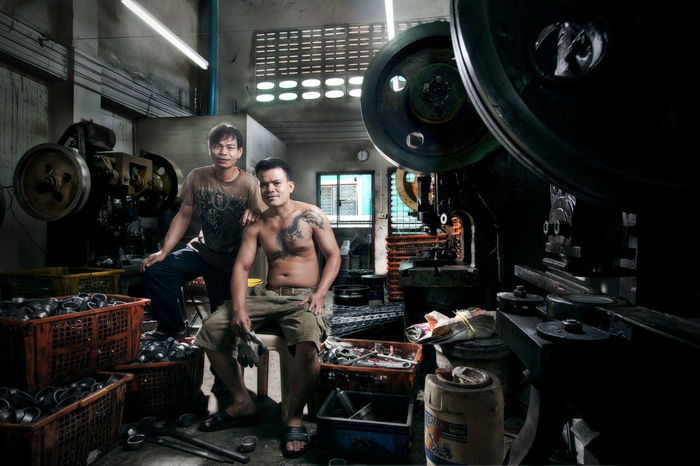 Factory Factory Workers Full Length Happy Happy People Iron Iron - Metal Ironman Ironwork  Labor Labor Day Laboratory Man People And Places People And Places Happy Family People And Places. Smile Tattoo Thailand Thailand_allshots The Labor Worker Workers Workers At Work Workersday