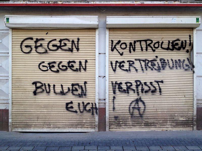 Gegen Kontrollen. Anarchy Leftist Political Politics Graffiti Wall Urban Decay Dirty Hamburg Sankt Georg St. Georg Germany