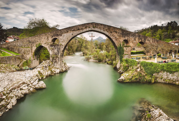 Roman bridge in Cangas de Onis Asturias Asturias Paraiso Natural🌿🌼🌊🌞 Green SPAIN Touristic Travel Travel Photography Arch Bridge Architecture Bridge Bridge - Man Made Structure Built Structure Cangas De Onís Cloud - Sky Connection Flowing Water Green Water Long Exposure No People Outdoors Roman Roman Architecture Roman Bridge Scenics - Nature Water