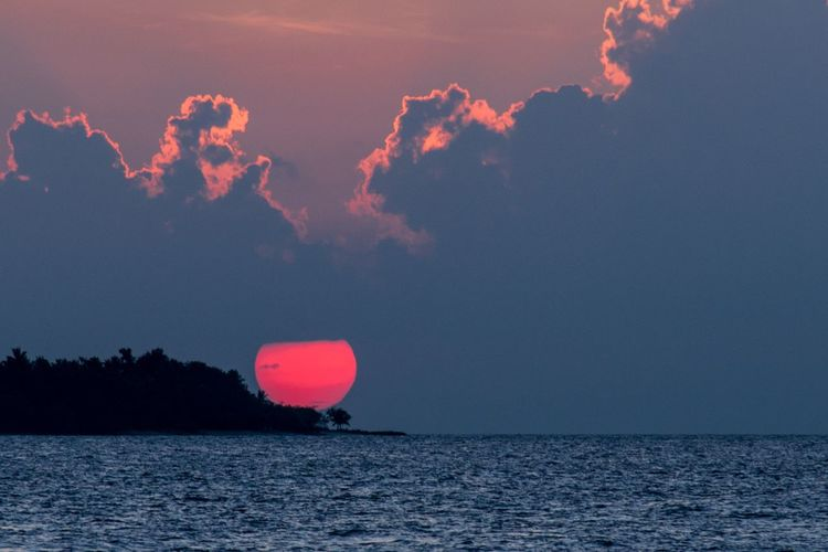 Sky Sea Water Beauty In Nature Horizon Over Water Nature Scenics - Nature Horizon Cloud - Sky Sunset Tranquil Scene Tranquility Red Outdoors No People Seascape Idyllic Pink Color Night