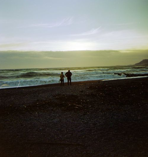 Together Couple - Relationship Walking Relaxing People Film Photography Sunset Tramonto Spiaggia Due Beach Sea Two People Horizon Over Water Silhouette First Eyeem Photo Shades Of Winter EyeEmNewHere