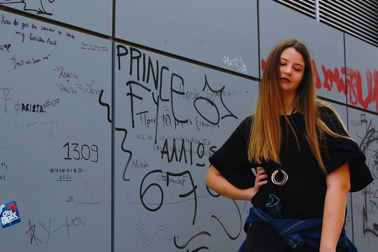 💕💕💕 Portrait Adults Only Standing Mature Adult Adult Blond Hair One Woman Only Day People One Person Women Graffiti Outdoors Urbanexplorer Street Art Adapted To The City Capturing Movement Urban Scene Contrast Architecture Motion Movement City Plus Size Model Plus Size Beauty