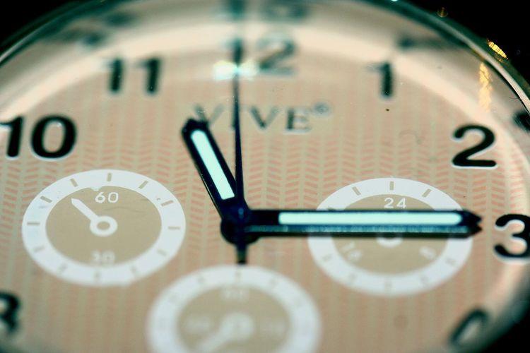 Zeit Uhr Time Uhrzeit Checken  Zeit Steht Still. ZEIT...
