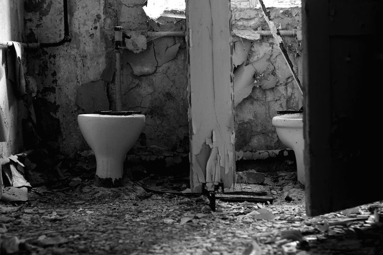 Bathroom Toilet Public Building Indoors  Architecture No People Toilettroom Toilet Art Picture Sonyalpha Blackandwhitephotography Pictureoftheday Summertime Freshness Close-up Blackandwhitephoto Blackandwhite Photography Photographer Black&white Black And White Architecture_collection Architectural Detail Chemnitz Chemnitz Sachsen Flushing Toilet
