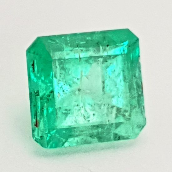 Kunsthaus_Lay emerald Kunsthaus_Lay Gemstoneart Kunstwerk Edelsteinkunst Recklinghausen Stuckenbusch Contemporary Art Modern Art Contemporary Fotography Foto Kunst Like Emerald Smaragd Jürgen Lay Nahaufnahme Like4like Cold Temperature Studio Shot Ice Cube Frozen Crystal Single Object White Background Close-up Green Color Cube Shape Mineral Sugar Cube