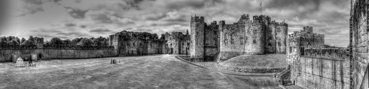 Castillo de Alnwick - Northumberland UK Alnwick Castle Castle Cloud - Sky Day England, UK Grass Harry Potter No People Outdoors Panoramic Sky