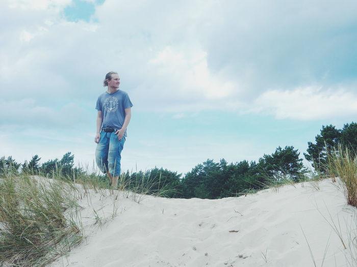 man standing on the sand dunes Active Lifestyle  Enjoying Life Activity Landscape Nature Outdoors Sand Dune Showcase June Blue Sky Sky Ullahau Ulla Hau Enjoying The Sun