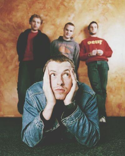 Y son pocas las bandas que me hacen recordar e imaginar cosas que viví o planeo vivir. Coldplay Coldplay♥♥ Coldplayer ColdplayMyLife Listening Coldplay