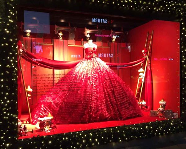 Red Window Visual Merchandising Window Designs Design Decoration Dior Elégance Grace Breathtaking Dress Celebration Night