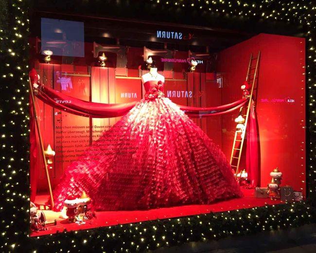 Red Window Visual Merchandising Window Designs Design Decoration Dior Elégance Grace Breathtaking Dress Celebration Night