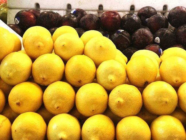 Eyemphotography EyEmNewHere Eyem Best Shots EyEm Selects Healthy Eating Large Group Of Objects Fruit Abundance Freshness Food And Drink Wellbeing For Sale Market Stall Citrus Fruit Arrangement Lemon Yellow Market