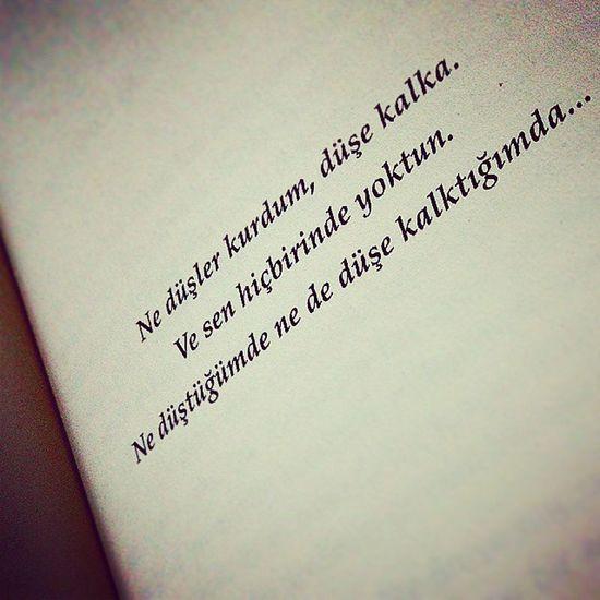 Ne düşler kurdum, düşe kalka.Ve sen hiçbirinde yoktun.Ne düştüğümde ne de düşe kalktığımda... SerkanÖzel Canınsağolsun Soz Kitap Aşk Uyumak Hayal Ruya