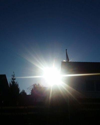 """Good Morning, Friends !!! Guten Morgen , Freunde !!! Zum Valentin's Tag - eine """"Sonnenblume"""" für alle !!! 🤗🌻😆 Spezial Valentine's Day  Eyem Best Shots - My World Kunst Ist Was Du Daraus Machst Lens Flare Sunbeam Silhouette Sun Sunlight Low Angle View Sky Light Beam Outdoors No People Clear Sky"""