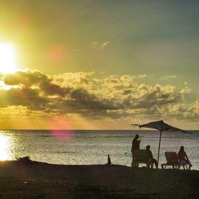 Coucher de soleil 5/6 île Maurice #Mauritius Cs_reality Mauritius Igworldclub Ic_wow Allshots_ Stunning_shots Igs_photos Urm_feature Worldingram Ilovethisplace Igworldclub_team Igersmauritius World_specialist Sunset_greece Globe_travel