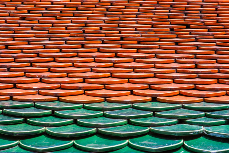 Detail of red and green tiles on a roof. Wat Phra Kaew Palace, also known as the Emerald Buddha Temple. Bangkok, Thailand. Architecture Bangkok Roof Thai Thailand Wat Phra Kaew Backgrounds Buddhism Built Structure Close-up Full Frame Green Color In A Row Landmark Large Group Of Objects No People Pattern Religion Repetition Roof Tile Royal Palace Side By Side Travel Destinations