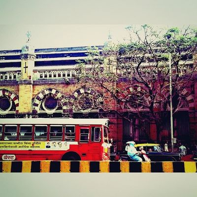 There is something about this picture that amazes me. I don't know what it is, but it gets me looking at it. Best  Mumbai Mumbaikar Mumbaikars_repost red tree vt itgetsbetter love amazed photographers__hub InstagramersInc @instagramersinc instahub instamumbai instalove instagram bus lifeinmumbai lovemumbai