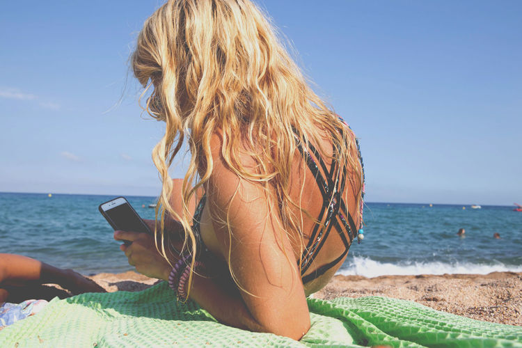 When theres free Wifi 🙈😂 x Chill Mode Beach Life Horizon Over Water Idyllic Sea Shore Summer Tan Vacations Mobile IPhone Mobile Conversations Love Yourself