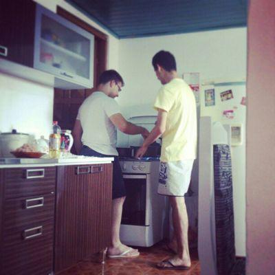 Pois então, esses dois na cozinha... Medo!