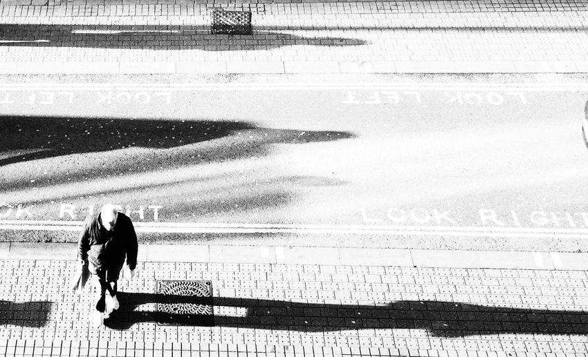Streetphotography Streetphoto_bw Street Photography High Angle View Blackandwhite Black And White Black & White Blackandwhite Photography Black&white People People Watching Urban Urban Landscape Urbanphotography Urban Lifestyle Street Street Life