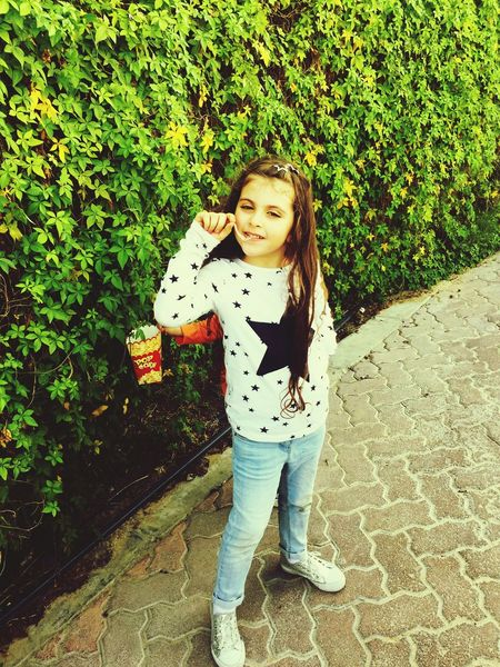 5yearsold Abudhabi Girl Long Hair Jeans Star Chewinggum Plant