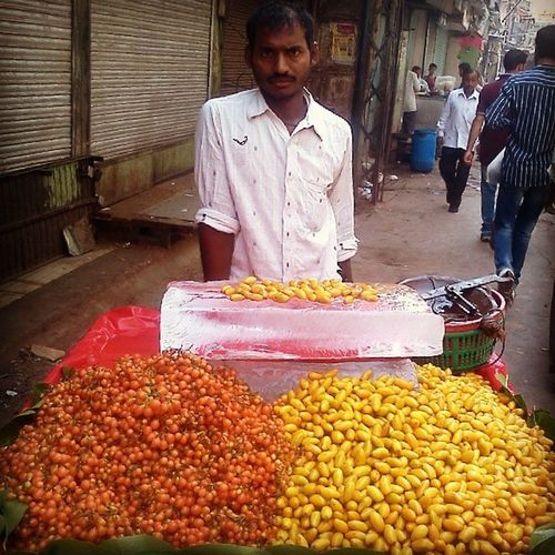 Garmi Aate Hi Delhi6 Ki Galiyon Mein Kuch Ajeeb-o-Ghareeb Fruits Bikte Hue Nazar Aate Hain..... SeasonalFruits Daryaganj Streetvendor Delhi OldDelhi StreetLife