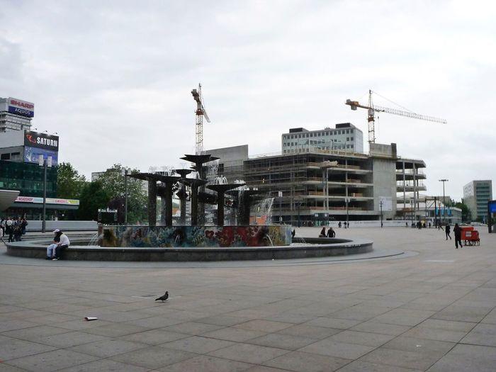 GERMANY🇩🇪DEUTSCHERLAND@ 2008 May Berlin Mitte Alexanderplatz Fountain Building Peope Streetphotography