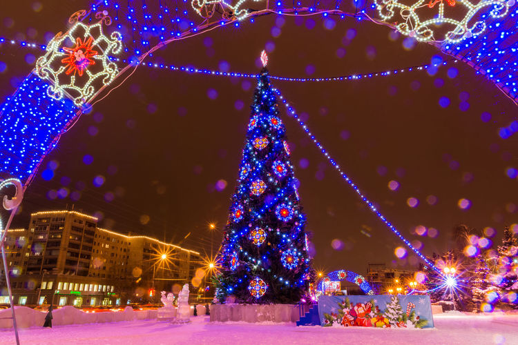 Christmas Illuminated Christmas Decoration Decoration Christmas Lights Night Celebration Holiday - Event Winter Christmas Tree Cold Temperature Christmas Market Christmas Ornament Snow Tree Tree Topper New Year's Eve No People Snowflake Outdoors 2017 Year Vibrant Color Tradition Cristmas Time♥ New Year 2017