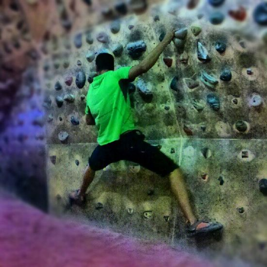 Training indoor climb! Working hard!! Mountain Climb Escalar Sport training extreme photooftheday justset deporte instasport instabest boy hard summer instagramers plafon