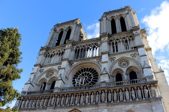 Notre-Dame Paris ❤ Traveling Photography With Friends