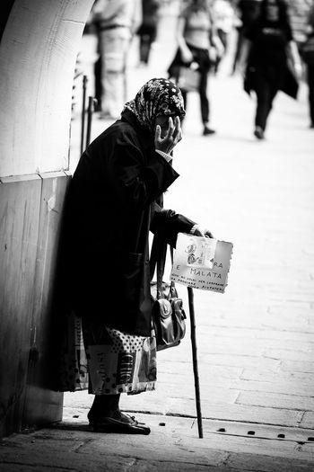 Camogli Elemosina Gypsy Liguria Poor  Poorpeople Real People Rom Street Philosophy Street Photography Streetphoto_bw