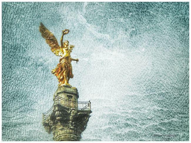 Victoria alada. Ciudad de México. Noviembre de 2015. Angel De La Independencia Cdmx