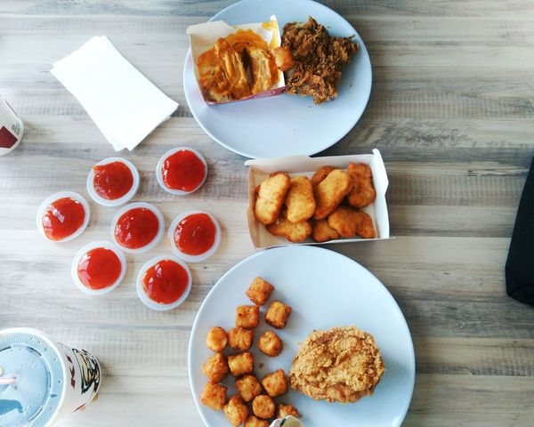 daily needs. 🍞🍗🍔🍟 Sweet Food Plate High Angle View Food Ready-to-eat Close-up KFC KFC ❤️ Kfc🍔 Kfcchicken Kfcbreakfast Friedchicken Fried Chicken Friedchickenwings Fried Chicken Leg Friedchickenwithsaltedeggs Nuggets Nugget Nugget ♥ Food And Drink Food Photography Food Porn Foodpics Food And Drink Industry Foodphotography The Week On EyeEm