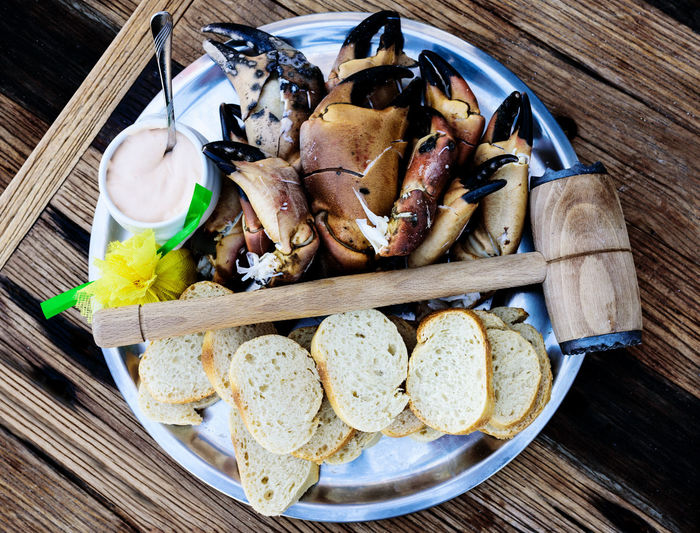 boiled legs and claws of brown crabs Crab Seafood Bread Brown Crab Claws Close-up Directly Above Food Food And Drink Freshness Healthy Eating High Angle View Knieper No People Plate Ready-to-eat Serving Size Snack Still Life Table Vegetable Wood - Material Wooden