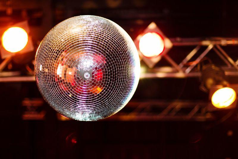 Disco Disco | with my DSLR in Düsseldorf Cities At Night Disco Ball Disco Discotheque Enjoying Life Dancing Light Music Records Recording Housemusic Paris ❤ New York Disco Cheese! EyeEm Best Shots Discokugel Colors Layout Record Techno Technics Was Geeeeeeeeeeht Cheers Mir Fällt Einfach Kein Hashtag Mehr Ein Pffffffffff