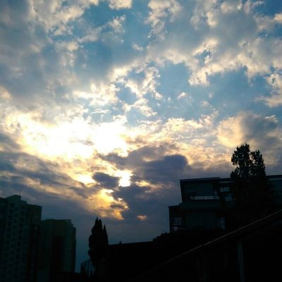 Sabah sabah parcali bulutlu Maltepe Turkcell Istanbul Sky nature manzara goodmorning gunaydin
