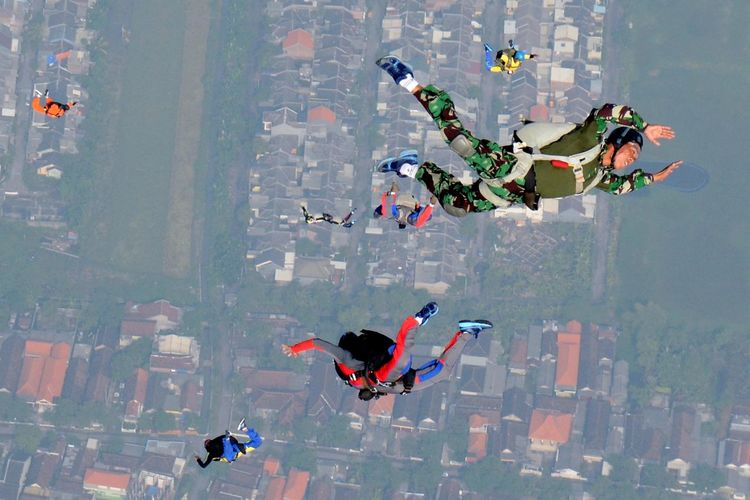 High Angle View Of Soldiers Skydiving