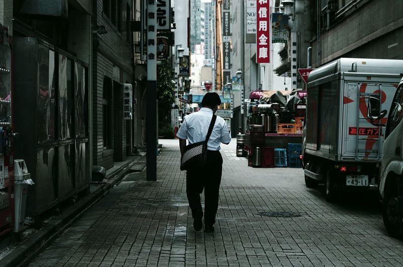 Streetphotography Street Photography Hanging Out Shinjuku Taking Photos Tokyo,Japan Urban Exploration Taking Photos Backalley Walking Backshot Showcase July Tokyo Street Photography Japan