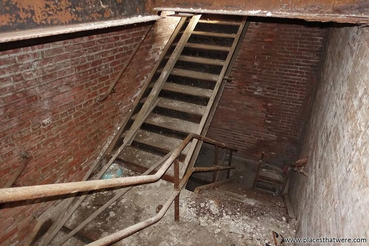 We passed upon the stair. www.placesthatwere.com Abandoned Places Urbex Urban Exploration Abandoned Decay Abandoned & Derelict Rot Eerie Abandoned Buildings Abandoned Ohio Creepy Ruins Rust Belt Abandoned Building Stairs Rust Rusty Staircase Cleveland Metal Shaft Urban Decay Ohio Basement Downstairs