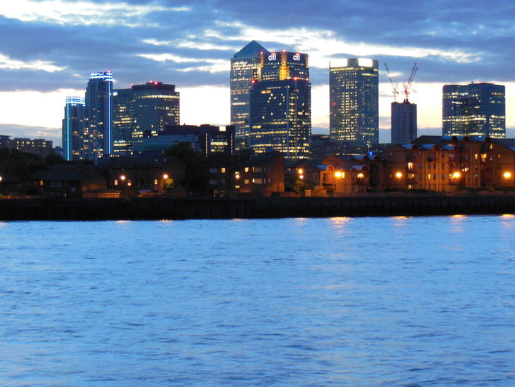 Canary Wharf is the modern part of the financial heart of London. Impressive in its appearance, intimidating in its hidden powers. London Night Lights Architecture Canary Wharf In London Skyscraper Urban Skyline Water Waterfront