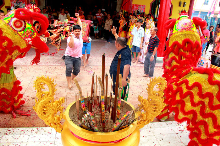 ritual Art Attarctions Barongsai Buddha Celebration Chinese Culture Dailylife Event INDONESIA Kepulauanriau Ketanjungpinanglah Multicolored Outdoors People Prayforsea Ritual Tanjungpinang Traditional Travel TravelDestinations Vihara Wonderfulindonesia Wonderfulkepri
