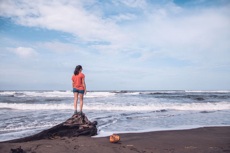 Beach Beauty In Nature Cloud - Sky Full Length Horizon Horizon Over Water Land Leisure Activity Lifestyles Nature One Person Outdoors Real People Scenics - Nature Sea Sky Standing Water Wave