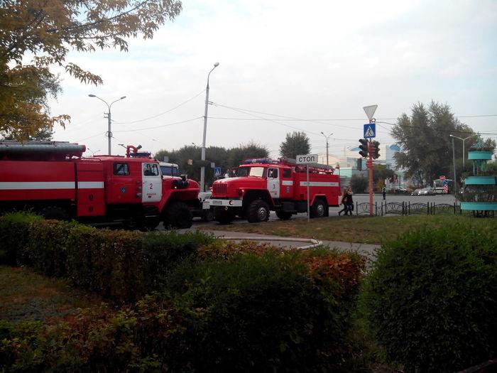 Пожарные набирают воду ДружбыНародов КатиПерекрещенко Абакан