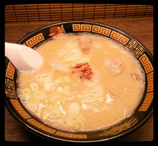 Noodle Ramen Noodle Noodle Porn 初めて1人でラーメン屋さんに来ました。ここは仕切りがあるから回りが気にならないよーと言われたので。笑。とんこつうまかー!