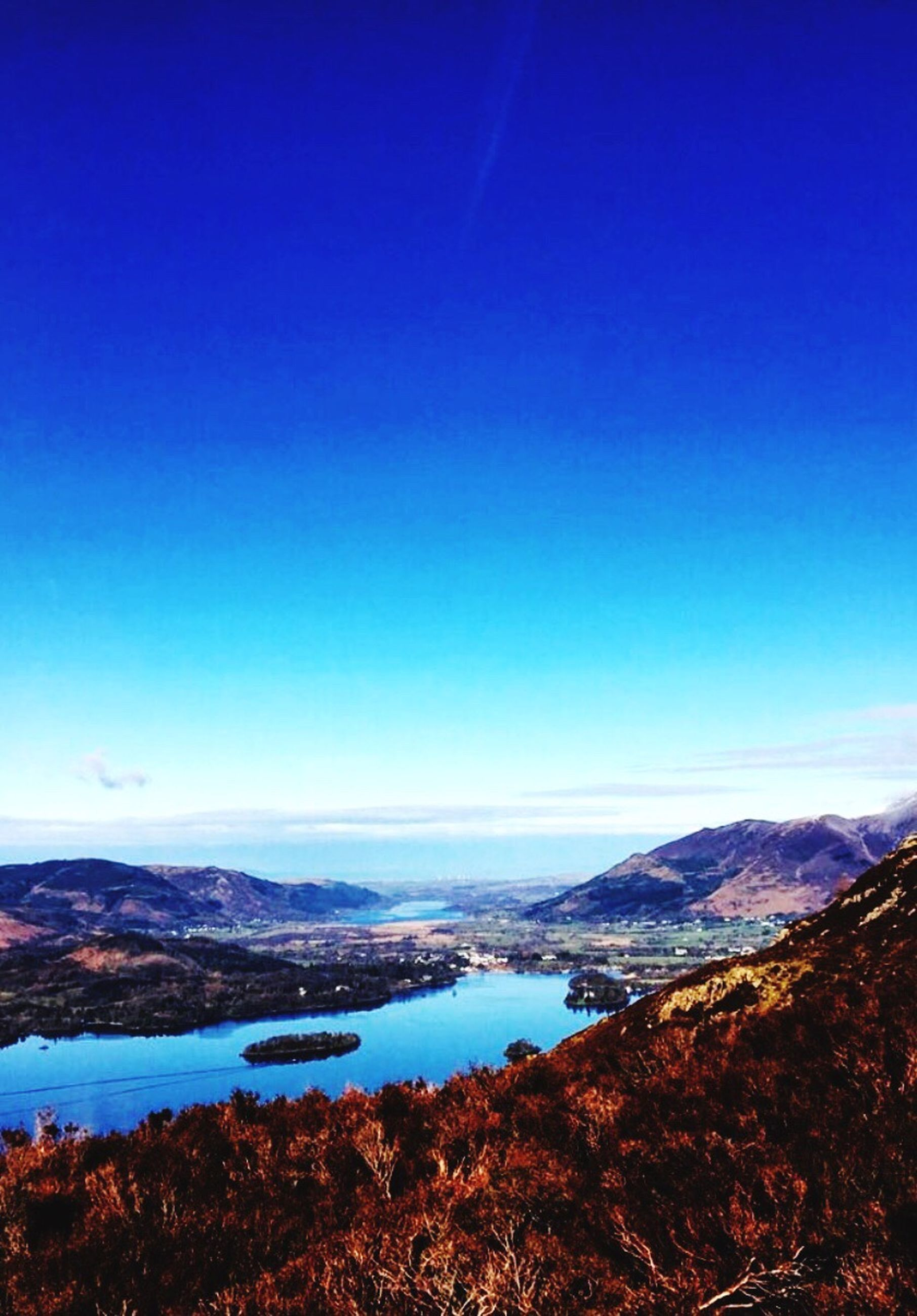 mountain, blue, scenics, tranquil scene, tranquility, water, clear sky, beauty in nature, copy space, mountain range, lake, nature, landscape, idyllic, non-urban scene, outdoors, sky, no people, tree, day