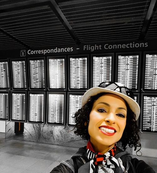 Women Around The World Portrait One Person Smiling Only Women One Woman Only Capture The Moment Traveling Photography Travelling Flying Travel Paris Voyagerseule Voyages Franceairport Roissy Charles De Gaulle Airport Travel Destinations Aeroport Airportphotography