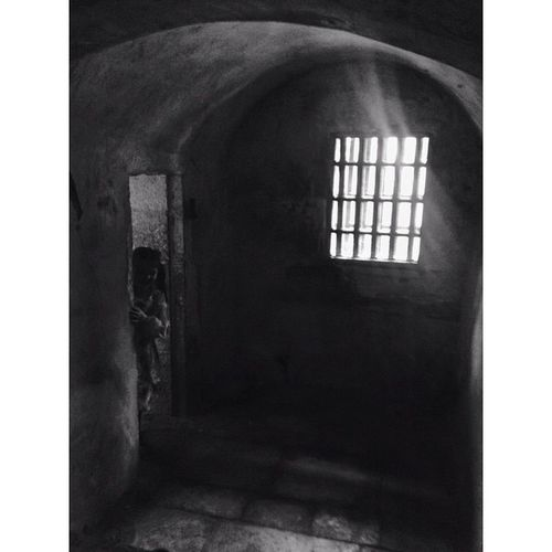 Medieval punishment cell... Oxfordcastle Gaol Gloomgrabber Capturingbritain_bnw Fiftyshades_of_bnw Fiftyshades_of_history Masters_of_darkness Fiftyshades_of_darkness